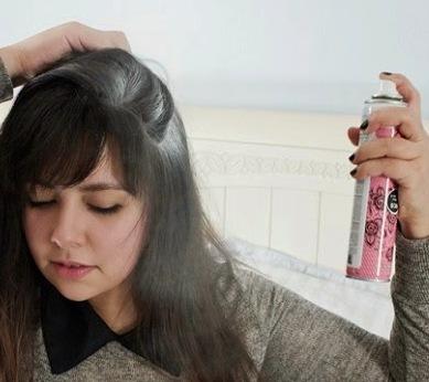 beneficios del talco en el cabello graso